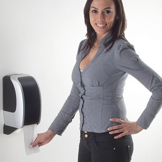 COSMOS_Toilettenpapierspender_Anwendung